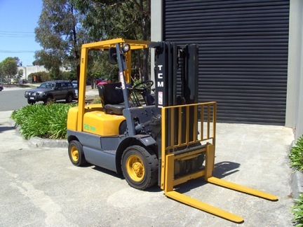 TCM 2.5 Tonne 3 Stage Container Mast Used Forklift for sale with sideshift, 4.3 metre lift and LPG