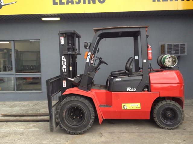 EP 4 tonne forklift dual wheels lpg side view
