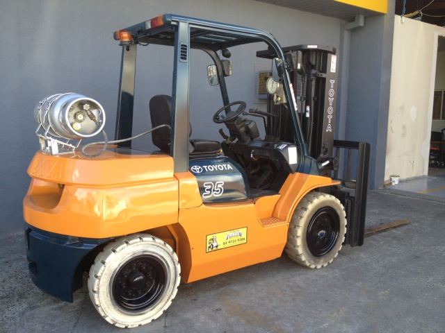orange and green toyota container mast forklift rear view