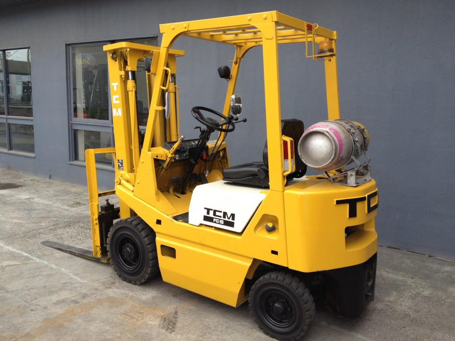 tcm 1.5 tonne forklift back view container mast