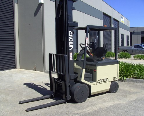 Crown 2.5 Tonne Electric Counterbalance 7 metre lift Secondhand Used Forklift for sale