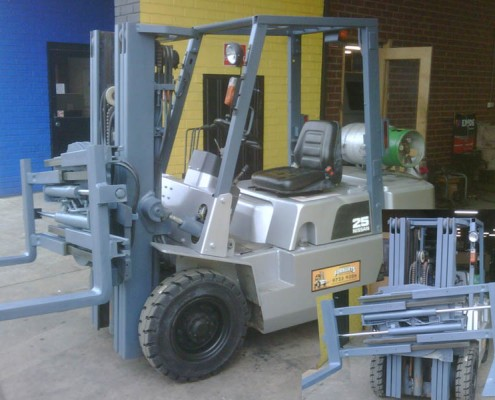 Nissan 2.5 Tonne LPG Used Forklift with 360º Rotator Clamp