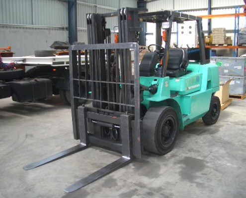 Mistubishi 4 Tonne 2005 Model Used Forklift with sideshift, solid tyres and container mast
