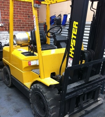 A great 3 tonne LPG Hyster used forklift for sale. Solid tyres, floating cab, sideshift, 3 metre lift, great quality - an excellent yard truck