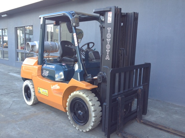 toyota 3.5 tonne lpg container mast forklift front view new paint sideshift