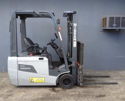 Nissan 2 tonne electric Side