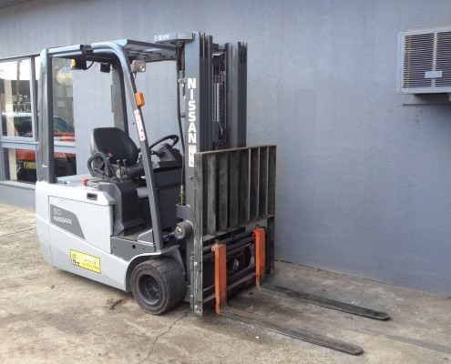 Nissan 2 tonne electric Front