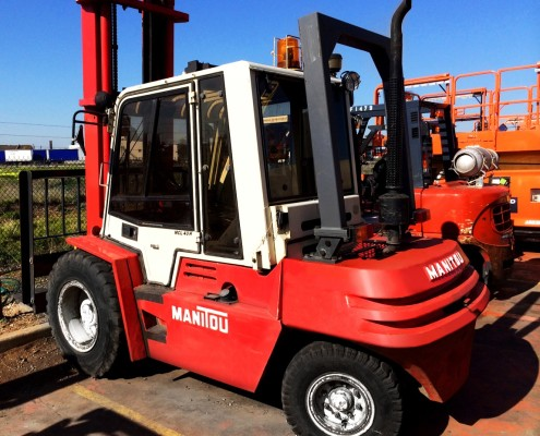 manitou 4 tonne rear view with rops 4.5 metre lift diesel all terrain