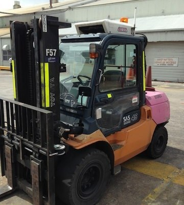 4-greyscale.5 tonne toyota diesel forklift front