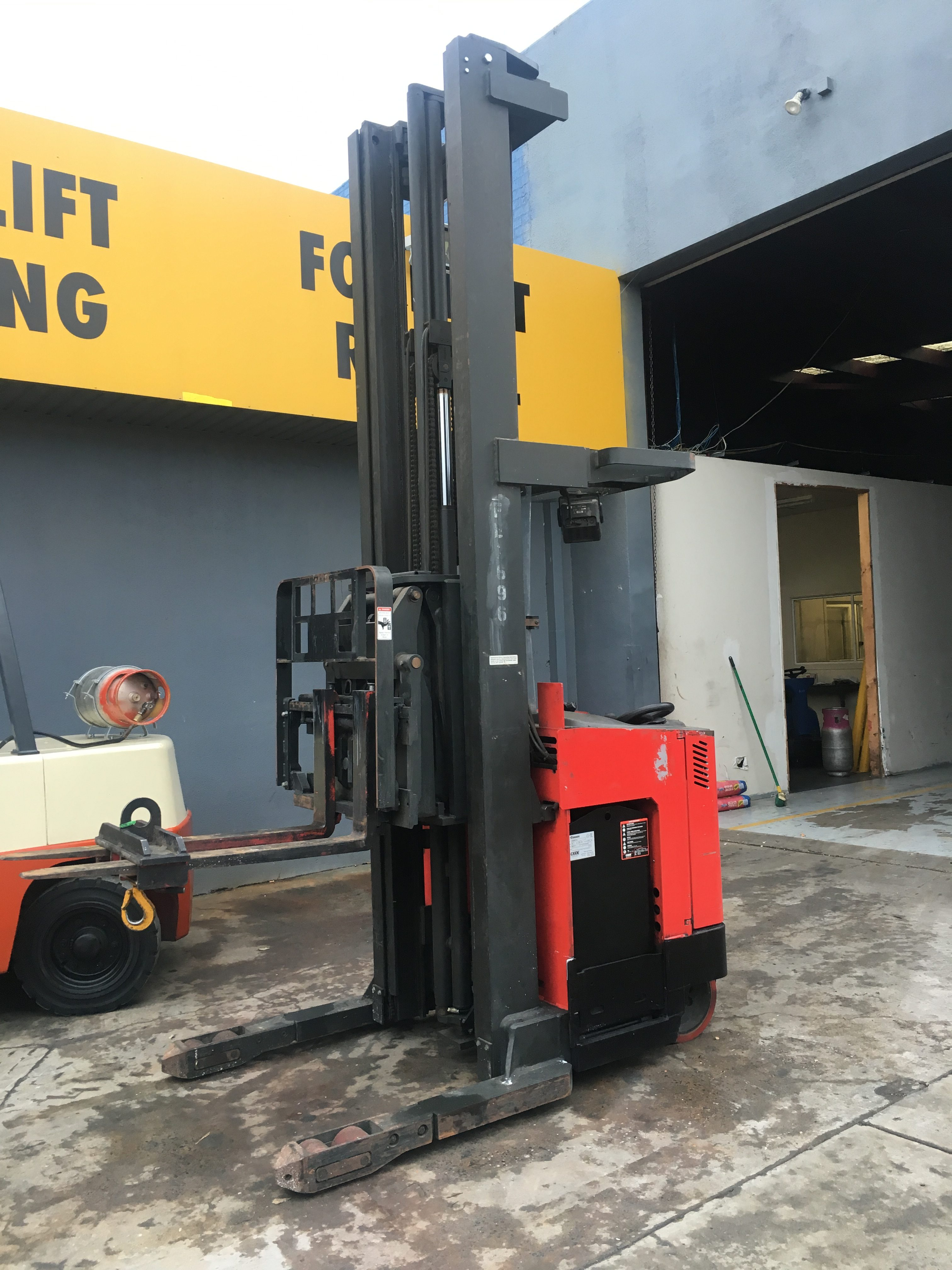 Reach trucks and order pickers | Used Forklifts For Sale in